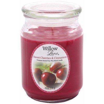 Candle-lite Willow Lane duża sojowa świeca zapachowa w szklanym słoju 538 g - Sweet Cherries & Cinnamon